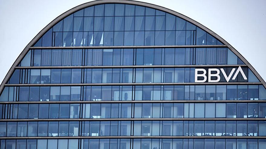 BBVA incorpora a un millón de clientes en España a un sistema de pagos electrónicos más seguros