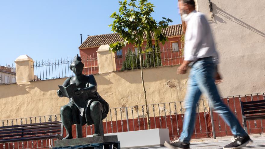 Las esculturas de Carrilero salen a la calle en Caravaca para conmemorar el 'Día de los Museos'