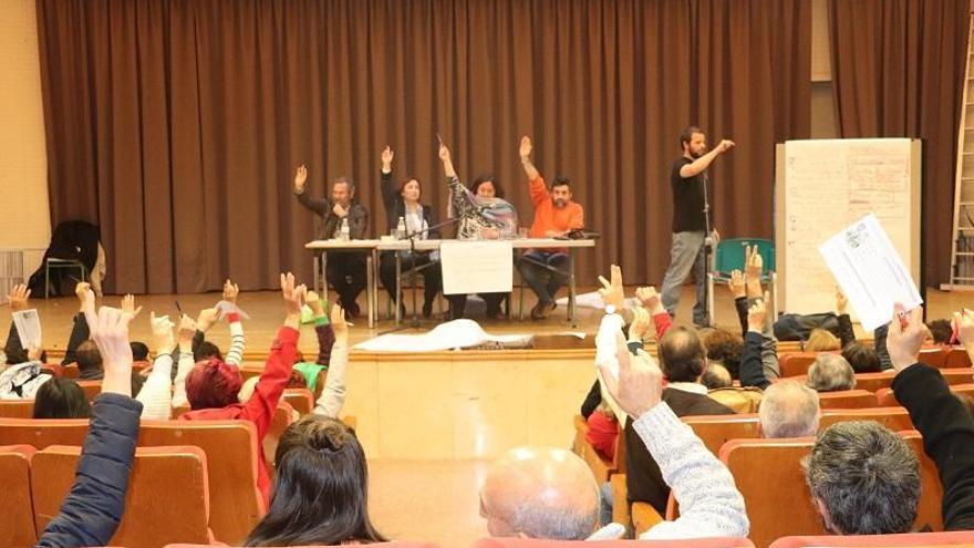 La asamblea de la confluencia decide convocar primarias abiertas a toda la ciudadanía