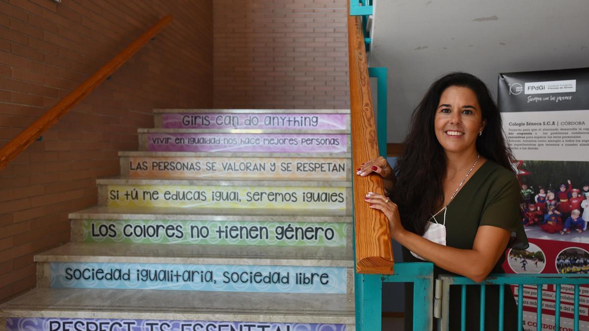 Blanca Moles, en las escaleras del colegio Séneca, donde trabaja.