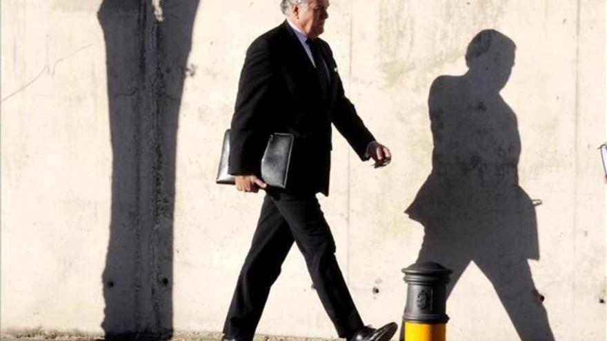 Las acusaciones piden imputar a 12 empresarios donantes del PP en la caja b