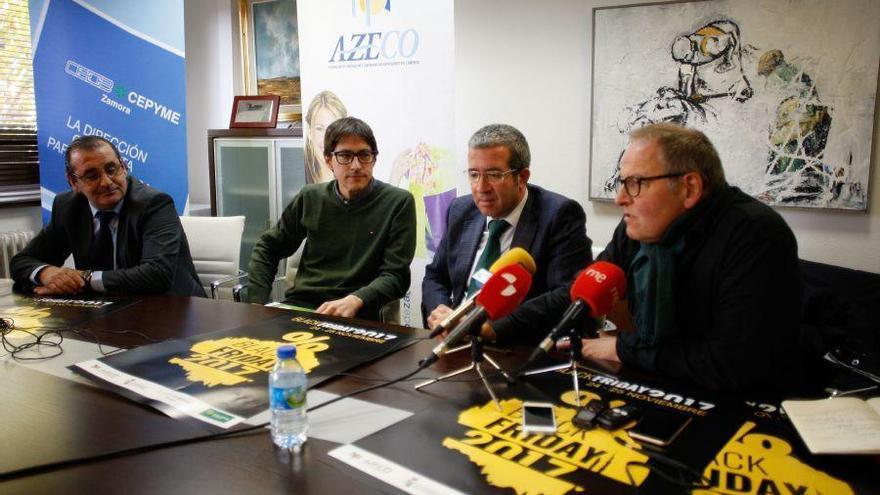 El presidente de Azeco, Prieto, y el concejal de Comercio, Strieder presentan el Black Friday