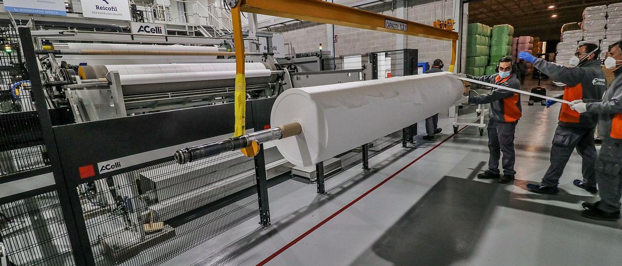 Proceso de elaboración del meltblown, producto que se engloba en los denominados tejidos no tejidos. | Juani Ruz