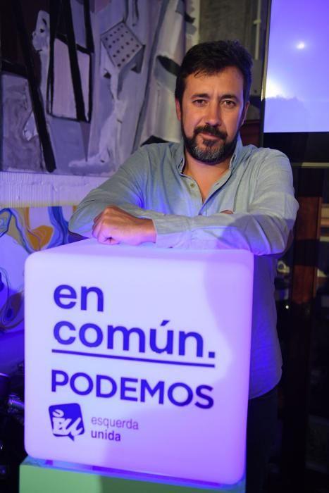 Pegada de carteles de Galicia en Común en A Coruña