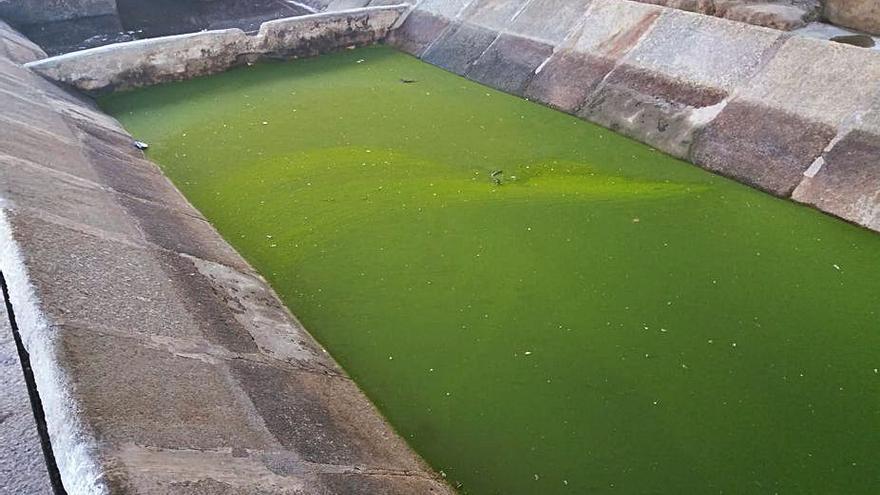 Vilaxoán reclama la reparación del lavadero do Río