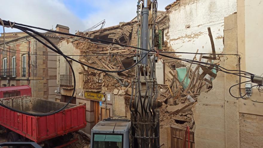 Arranca el polémico derribo del edificio de la calle Derecha de Fuentesaúco
