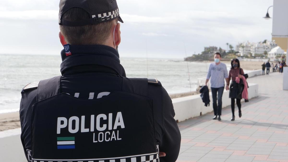 Un agente de la Policía Local de Mijas.