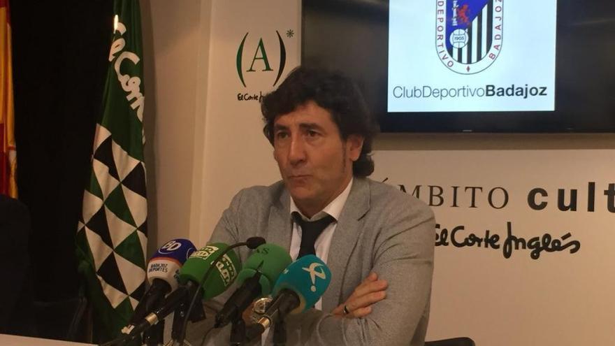 Patxi Salinas, presentado como técnico del Badajoz