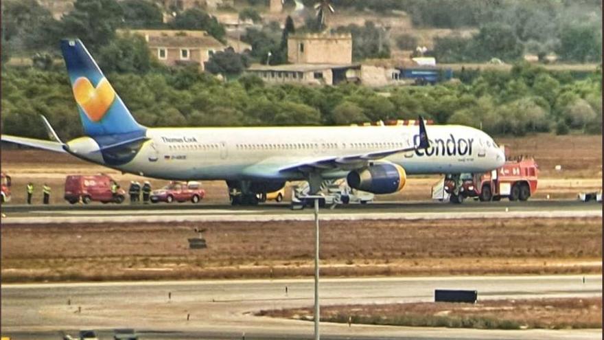 Un avión con destino a Fráncfort bloquea la pista del aeropuerto y causa retrasos