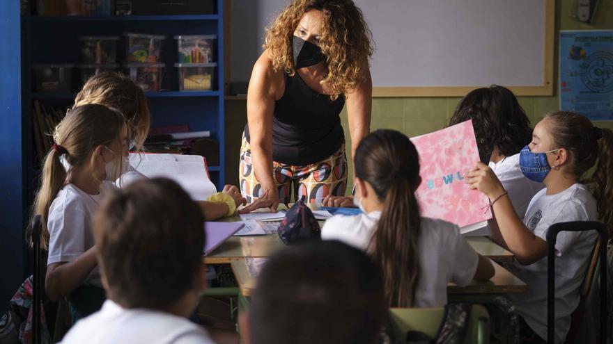 Canarias arranca el curso con 5.900 alumnos menos y el 75% inmunizados
