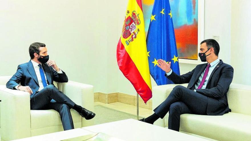 Sánchez y Casado empiezan el deshielo con el pacto para la renovación de RTVE
