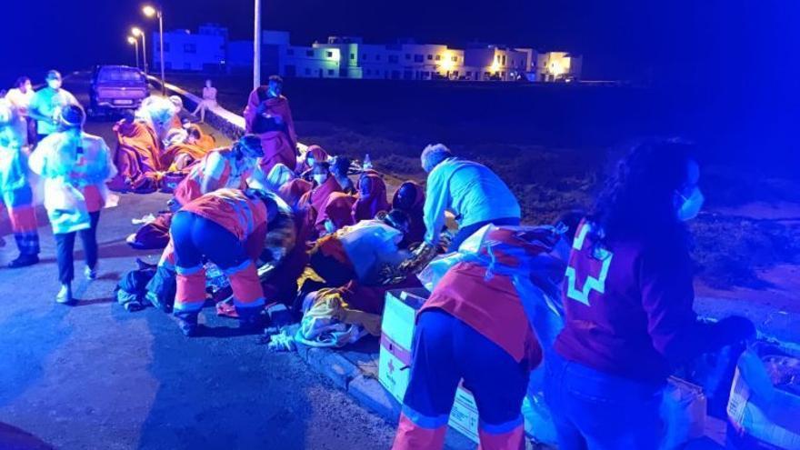 Detenidos los dos patrones de la patera rescatada en Lanzarote con 41 migrantes y cuatro fallecidos