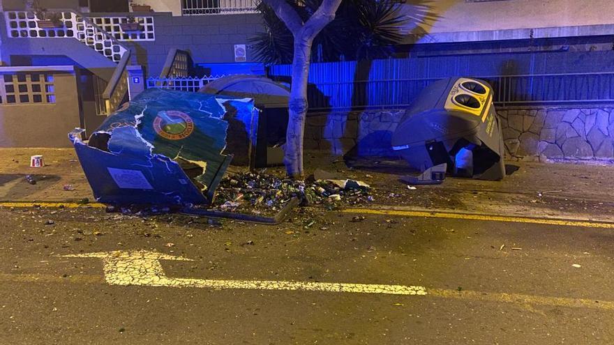 Daños provocados por un vehículo en Santa Cruz de Tenerife.