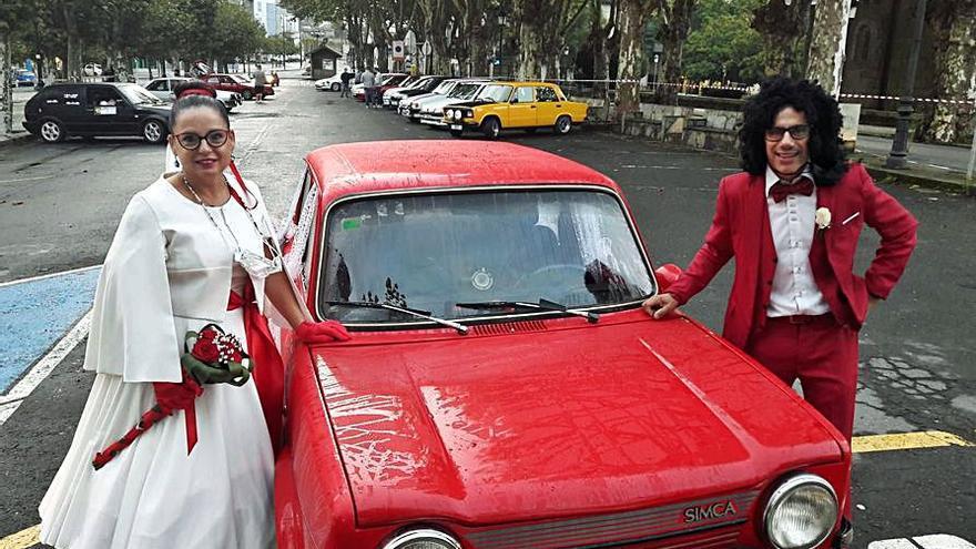 Medio centenar de coches clásicos circulan por Cambre