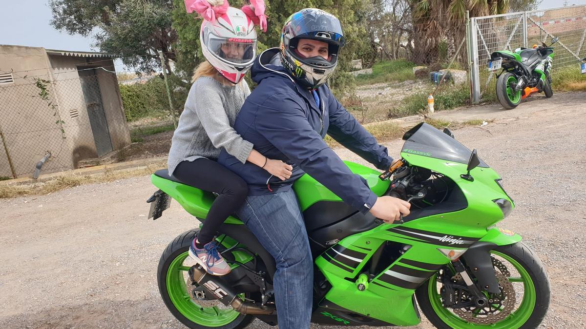 Dany y su mujer Carol son grandes aficionados a las motos