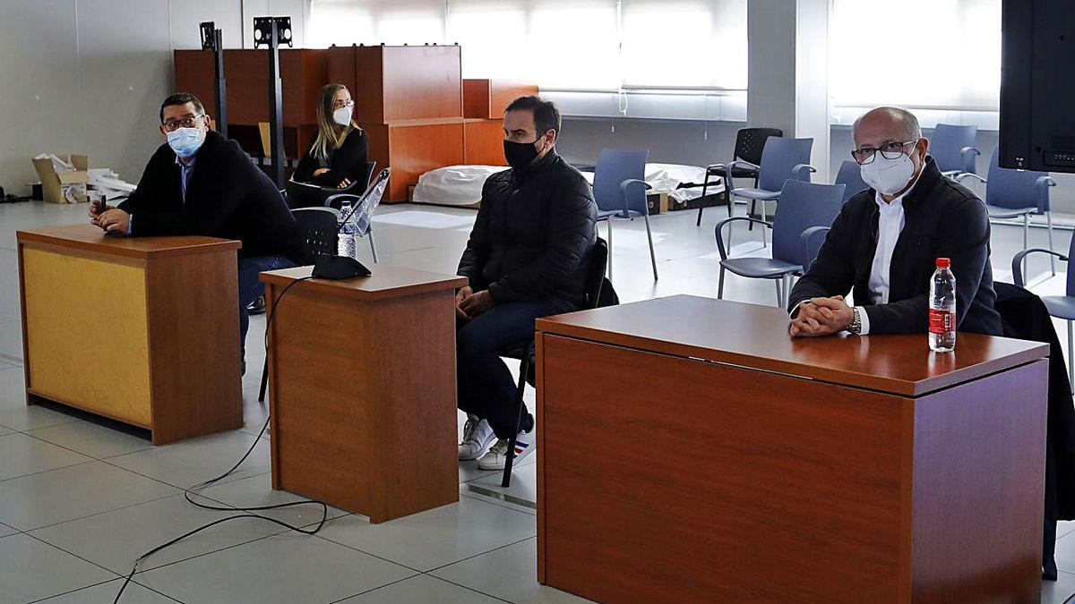 Los tres condenados por el saqueo de Emarsa, de nuevo, en el banquillo de los acusados.  | M. A. MONTESINOS