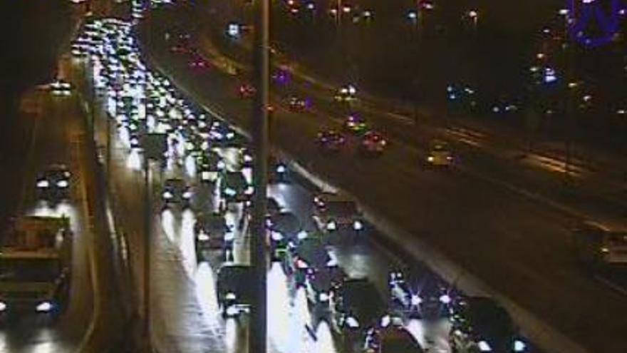 Tres accidentes colapsan las autopistas del norte y del sur de Tenerife