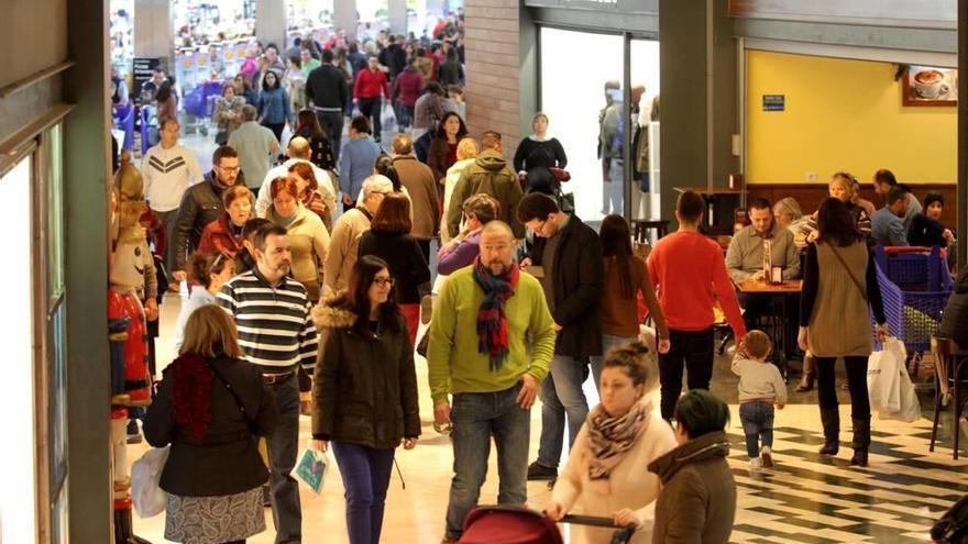 Más de 3.000 cartageneros firman por el cierre dominical de las grandes superficies