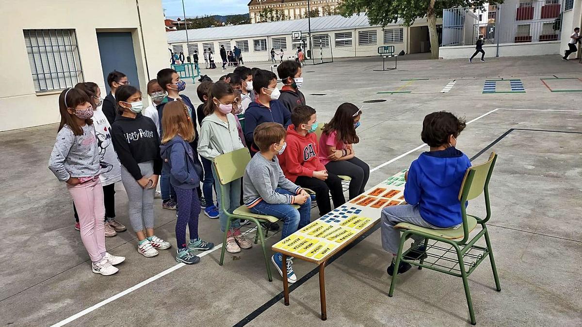 Los alumnos del CEIP Salvador Vinuesa, durante una de las actividades llevadas a cabo en la Semana Cultural.