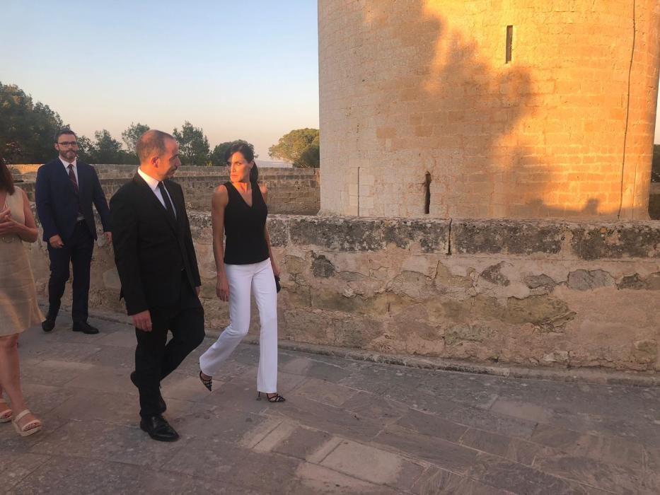 Königin Letizia und Ken Loach im Kastell Bellver