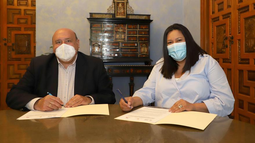 El Patronato de Turismo trabajará con Amigos de los Patios en su promoción con la marca turística Patios de Córdoba
