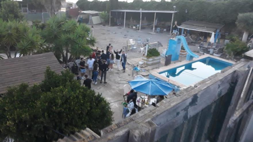 Vídeo de la fiesta sin autorización que congregó a 200 personas en la Cañada de Praes de Pilar de la Horadada