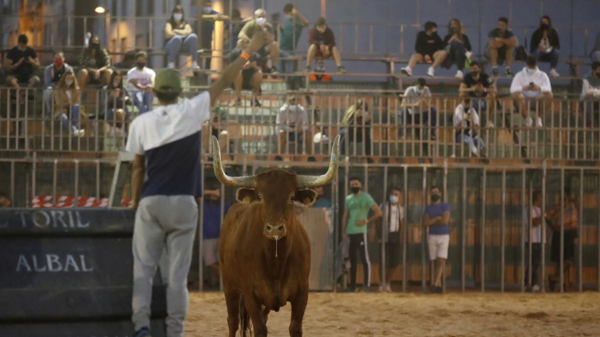 Festejo taurino celebrado en una plaza portátil de Vila-real en septiembre del 2020-