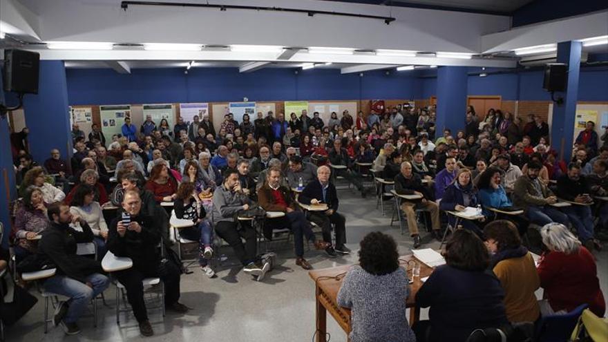 La asamblea de IU, Podemos, Ganemos y Equo se emplaza a buscar una lista única