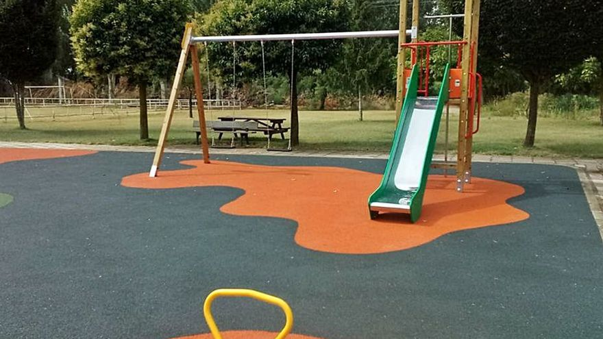 El Ayuntamiento de Villabrázaro renueva los parques infantiles de los dos pueblos