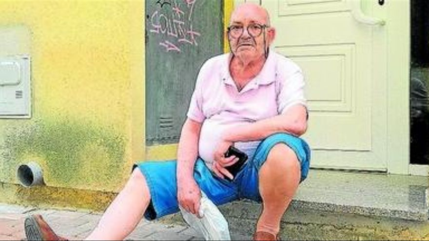 El anciano de Xàbia que vive en una finca fantasma exige una rampa