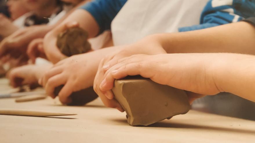 El Taller Escuela Cerámica de Muel retoma su programa de visitas escolares
