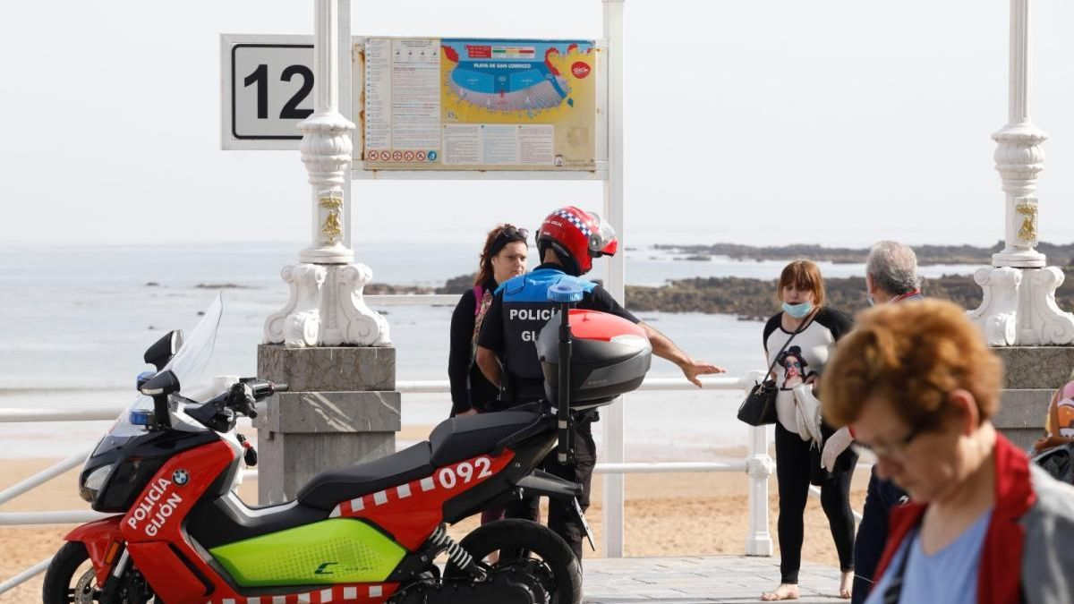 """Barbón pedirá a la policía que sean """"contundentes"""" en la detección y sanción a quien llegue a Asturias de otras provincias"""