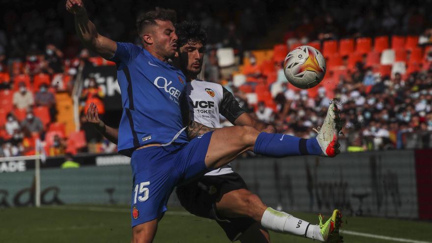 El Valencia se aferra al rugido de Gayà (2-2)