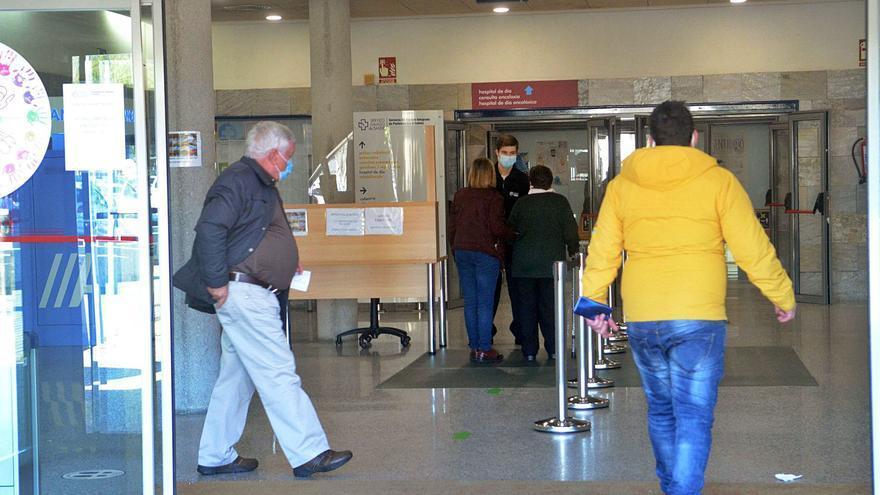 El Hospital do Salnés instala un control de aforos para limitar visitas y acompañantes
