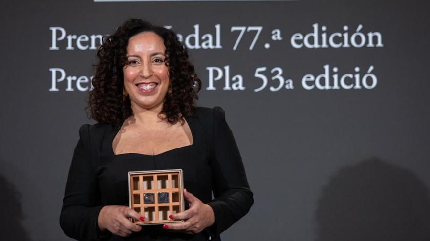 Najat El Hachmi gana el 77 Premio Nadal y María Barbal el 53 Premio Josep Pla