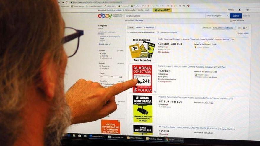 Las placas de alarma falsas se hacen un hueco en el mercado de internet