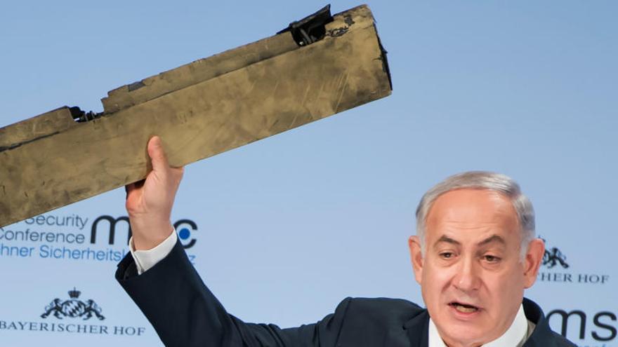 Netanyahu amenaza a Irán y exhibe un supuesto dron iraní derribado