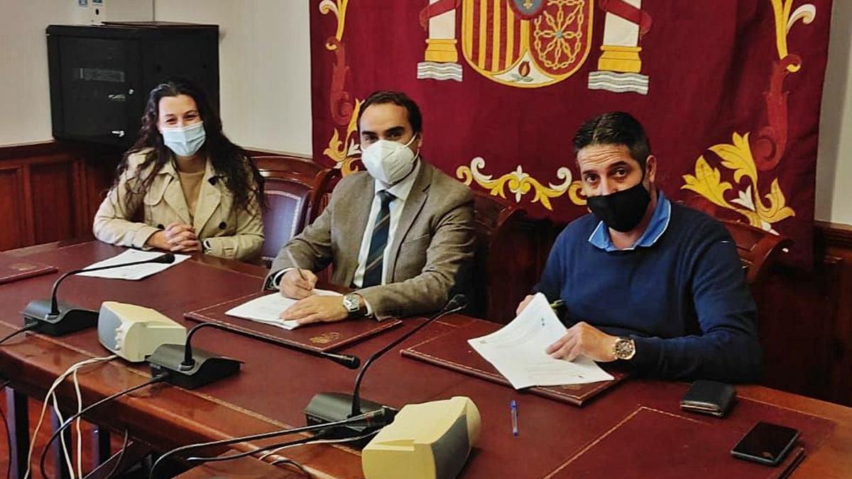 El acto de la firma del contrato se celebró esta semana en el Ayuntamiento de Tacoronte.