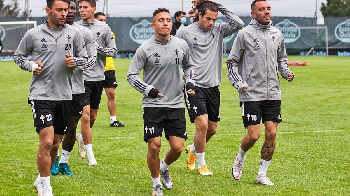 Kevin, Aidoo, Fontán, Emre Mor, Miguel Rodríguez y Aspas, ayer, en el entrenamiento en A Madroa.