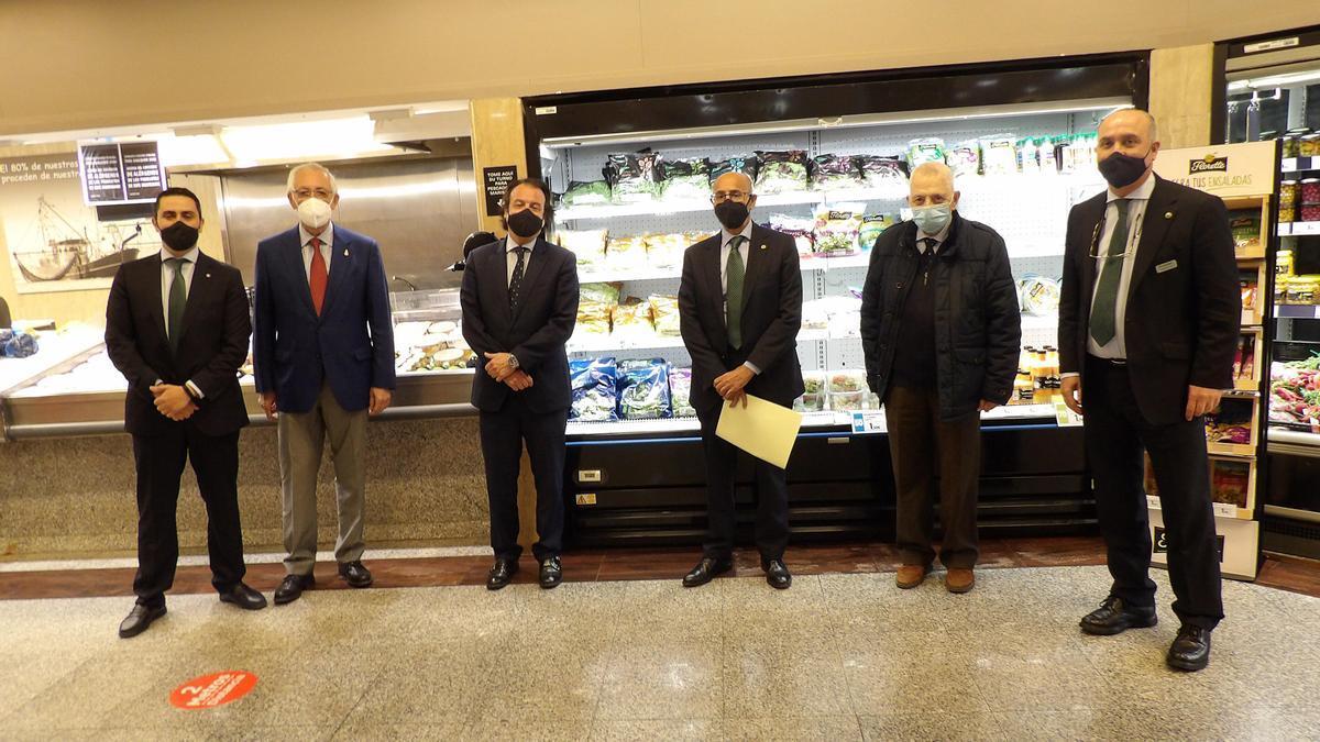 Represetantes de El Corte Inglés y del Banco de Alimentos.
