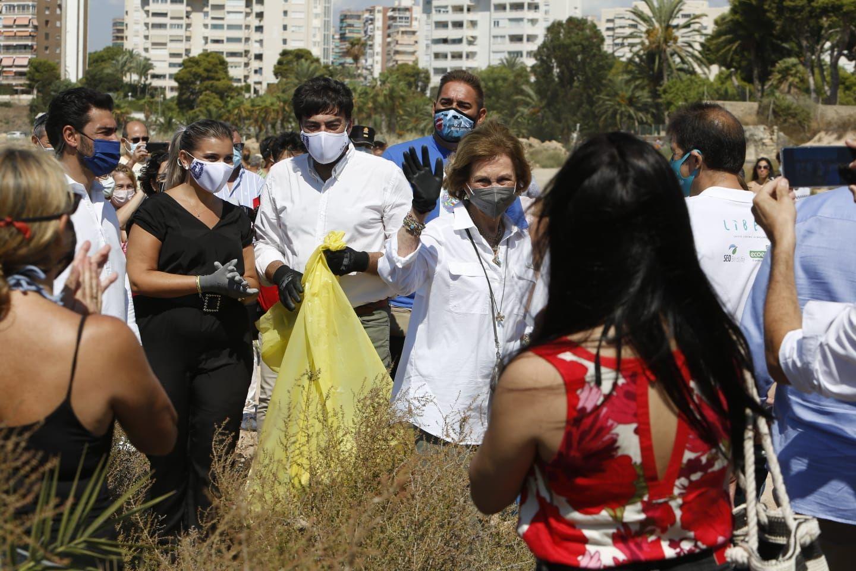 La Reina Sofía inicia en Alicante una recogida de residuos que llega a 300 puntos de España