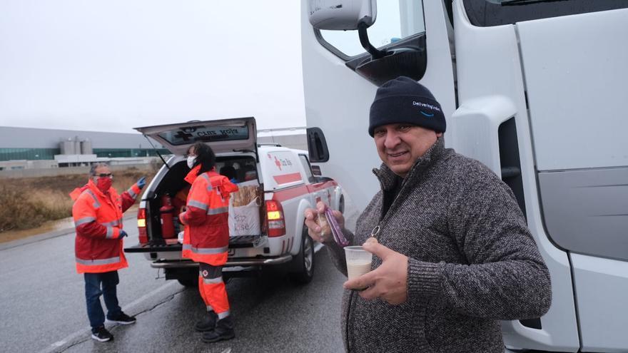 La nieve mantiene a 300 camiones bloqueados en Villena