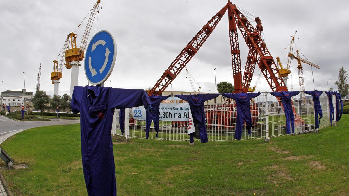 Fundas colgadas en la rotonda de Beiramar en una protesta del naval den 2011.
