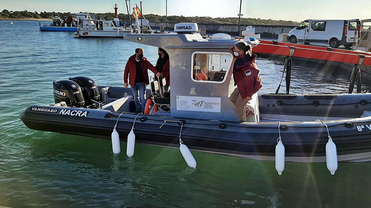 Medio Ambiente ya adquirió hace unos meses una nueva embarcación de vigilancia.