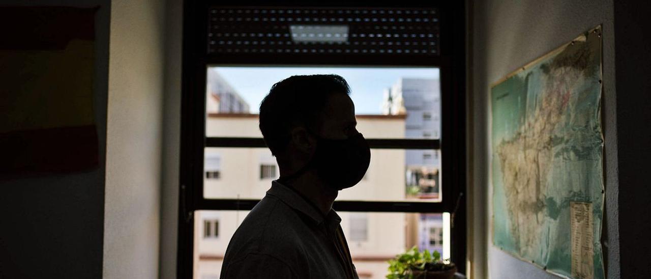 Los agentes del Grupo de Crimen Organizado de la Policía Nacional en Santa Cruz de Tenerife buscan a fugitivos en la provincia occidental, pero también son capaces de desplazarse a cualquier isla del Archipiélago desde su oficina en la capital tinerfeña.