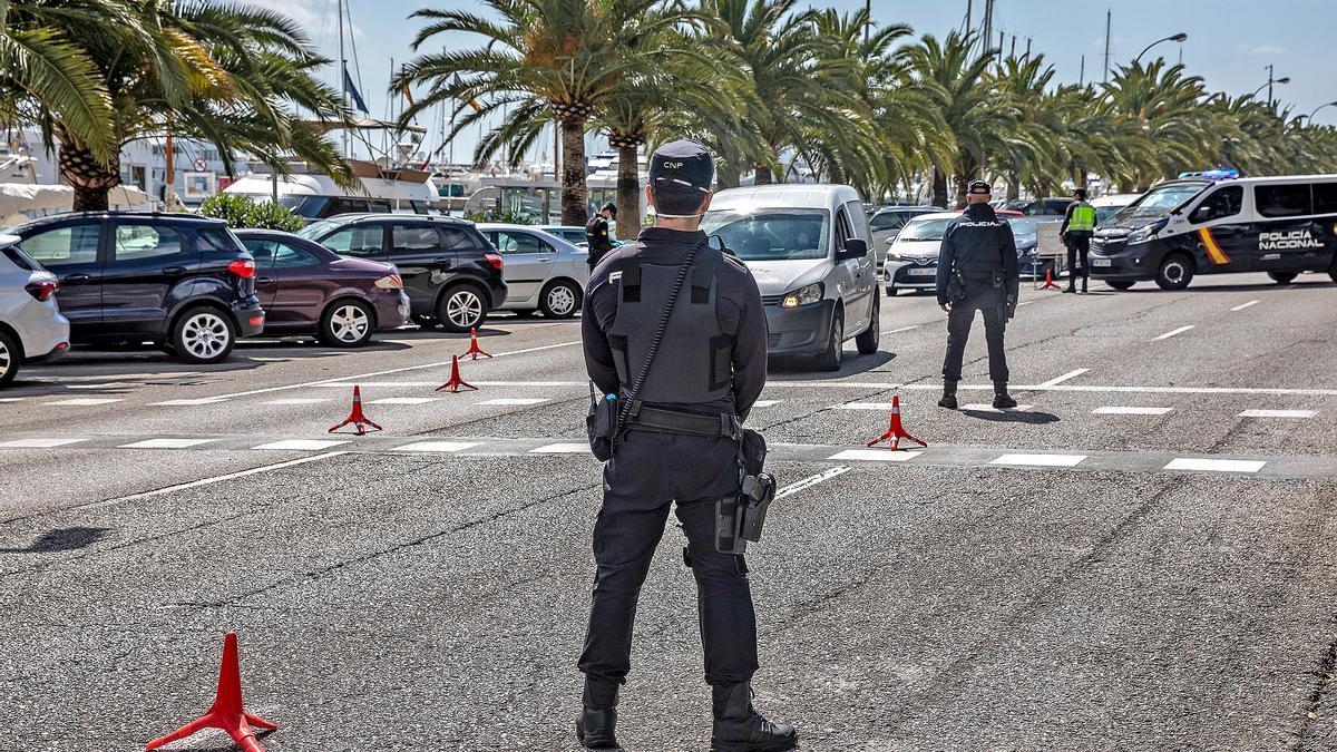 Eine Polizeikontrolle in Palma de Mallorca im März 2020.
