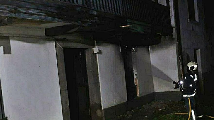 Incendio sin heridos en una vivienda de Cardo (Gozón)