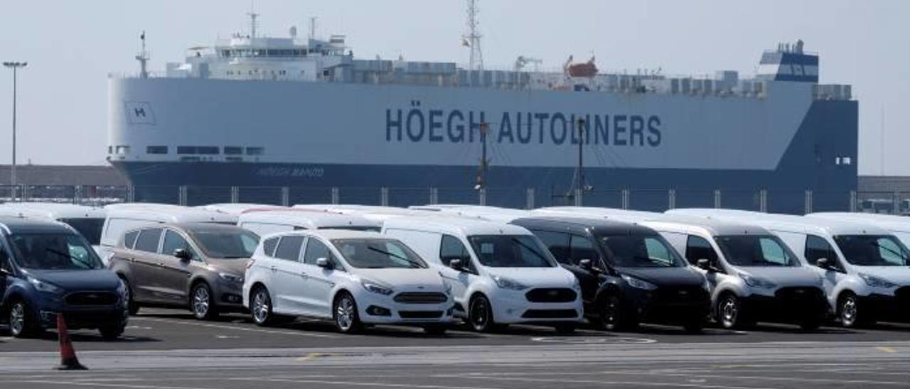 Teminal de automóviles de Ford en el Puerto de València.