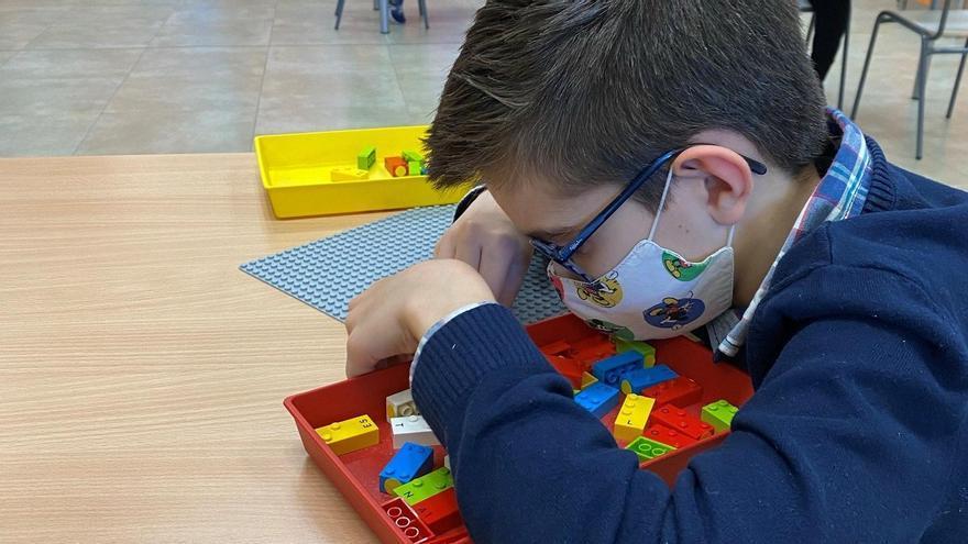 Las primeras piezas de LEGO en Braille llegan a escolares de 3 a 10 años en Canarias