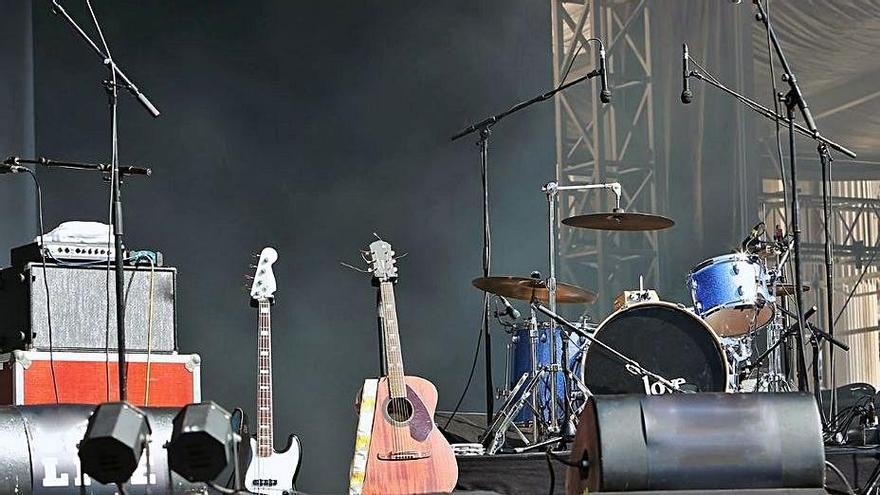 Imagen de un escenario antes de un concierto. | | EL DÍA